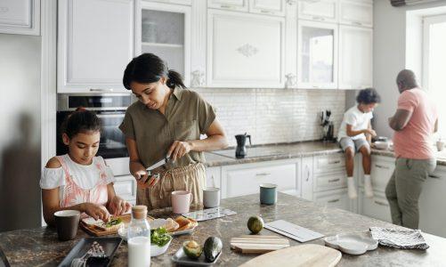 Como comer granola? Conheça os benefícios e como introduzir na sua alimentação