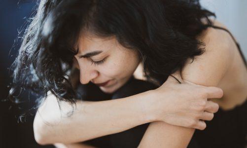 Como desenvolver a saúde emocional no trabalho? 5 dicas infalíveis